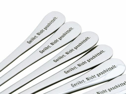 Cocktaillöffel mit Gravur GERÜHRT NICHT GESCHÜTTELT - originelle online Geschenke, Detail