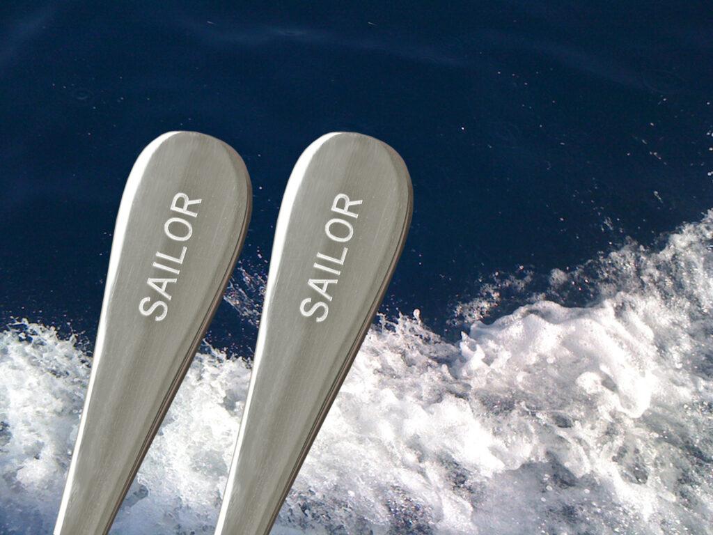 Maritime Geschenke - Yachtbesteck Gravurbeispiel Sailor