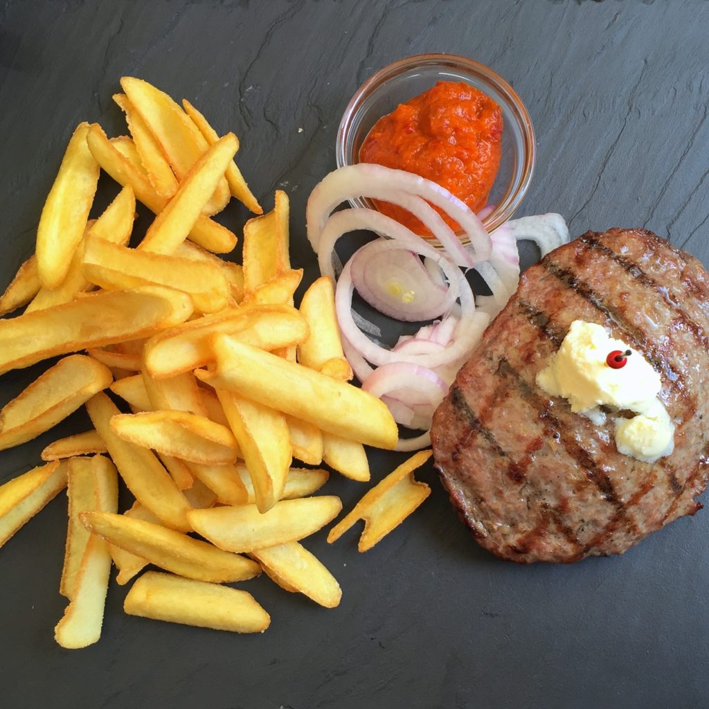 Grillen & Steakbesteck - Steak mit Pommes