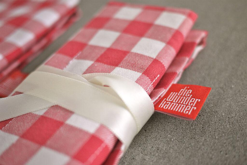 Weihnachtsgeschenke aus der Küche - Geschenkverpackung Bestecktasche rot weiß